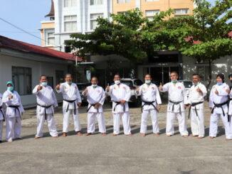 Latgab karateka senior Lemkari Sumbar.