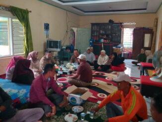 Makan durian bersama di rumah Tim Relawan Awrif.