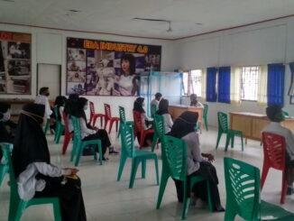 Para calon peserta pelatihan saat mengikuti seleksi.
