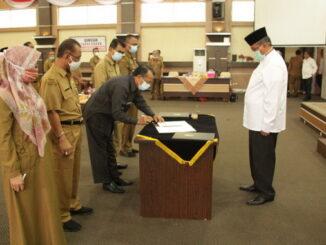 Penandatangan perjanjian kerjasama antra Bupati Solok denan Kepla SKPD.