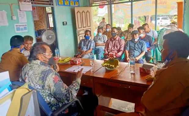 Pertemuan Anggota DPD RI, Leonardy Harmany dengan pimpinan Nagari Sikucua Timur.