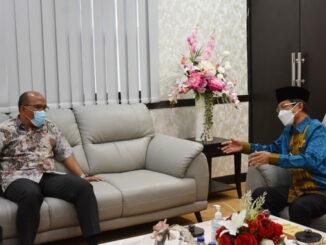 Pj Gubernur Sumbar saat berdialog dengan ketua DPRD Sumbar.