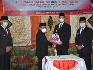 Serah terima jabtan Walikota dan Wakil Walikota Bukittinggi.