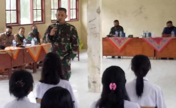 Sosialisasi penerimaan calon prajurit TNI-AD di Mentawai.