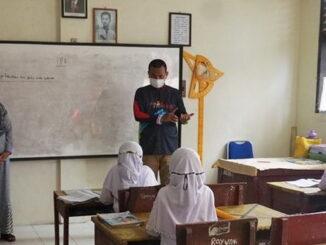 Wako Genius Umar saat mengunjungi sekolah.