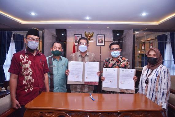 Walikota Sawahlunto Dan Rektor Taman Siswa setelah menandatangani MoU.