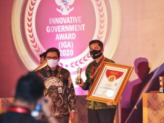 Walikota Sawahlunto saat menerima IGA AWARD 2020.
