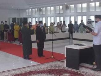 Adrial A. Bakar diambil sumpahnya sebagai Direktur PDAM Padangpanhang oleh Wako Fadly Amran.
