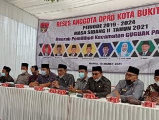 Anggota DPRD Bukittinggi saat melakukan reses.