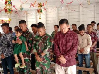 Anggota TTMD Mentawai yang ikut beribadah dengan masyarakat Mapadegat.