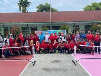 Foto bersama di lapangan picleball di SD 11-1 Padang.