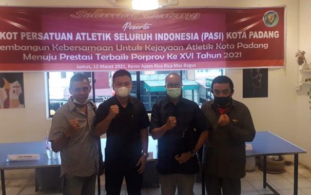 Foto bersama usai Muskot PASI Kota Padang.