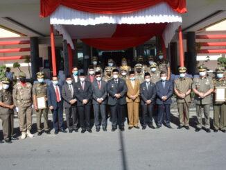 Foto bersama usai upacara.