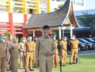 Gubernur Mahyeldi saat memberi pengarahan.