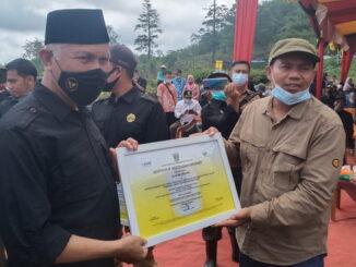 Gubernur Mahyeldi saat mengunjungi kelompok tani Bukit Gompong Sejahtera.