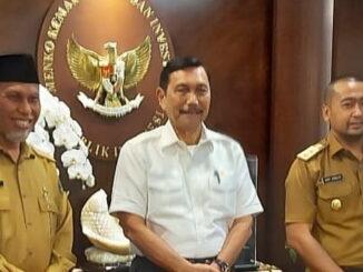 Gubernur dan Wakil Gubernur Sumbar bersama Menteri Luhut Binsar Panjaitan.