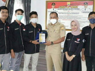 Kadis Kominfo Pariaman bersama mahasiswa yng selesai magang.