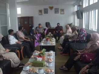 Pertemuan Dr.Liferdi Lukman, Wawako Asrul & Kadistan Ade Nafrita Anas dan staf di Balaikota Padang Panjang.