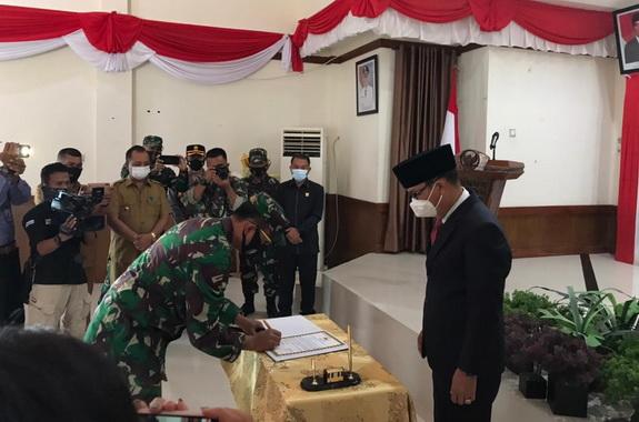 Penandatanganan berita acara TMMD ke 110 di Mentawai.