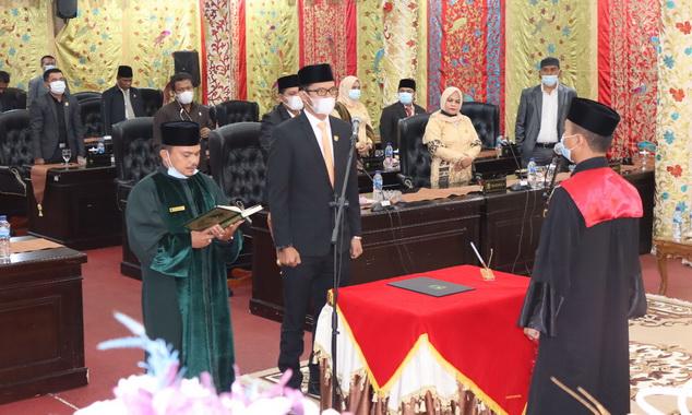 Pengucapan sumah dan janji Ivoni Munir sebagai PAW Wakil Ketua DPRD Kab. Solok.