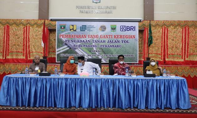 Penjelasan tentang bantahan isu pembatalan jalan tol Padang - Pekanbaru.