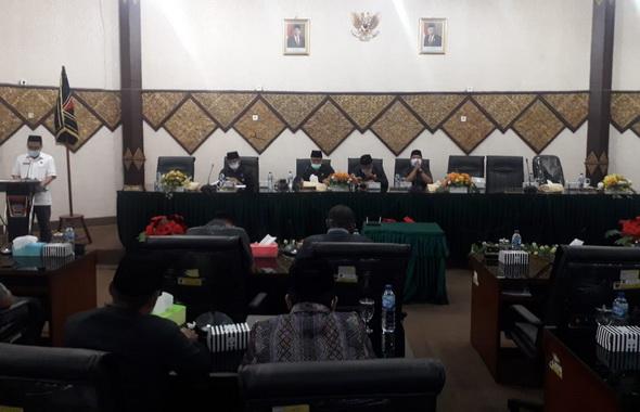 Rapat paripurna DPRD Padang.