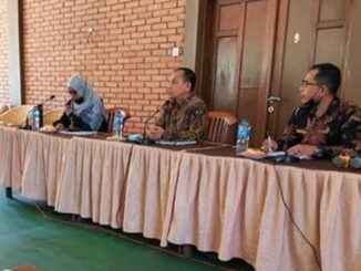 Sekdakab Padang Pariaman saat mempimpin rapat pengembangan Malibou Anai.
