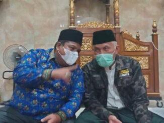 Bupati Padang Pariaman Suhatri Bur bersama Gubernur Sumbar Mahyeldi.