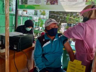 Vaksinasi bagi pelayan publik di Kec. X Koto Diatas.