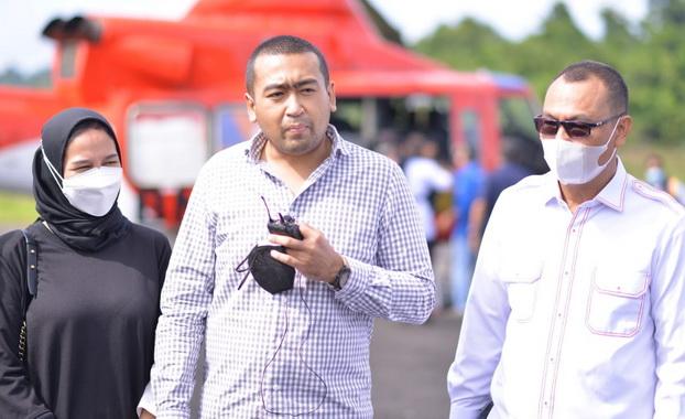 Wagub Audy Joinaldy bersama Bupati Mentawai, Yudas Sabaggalet.