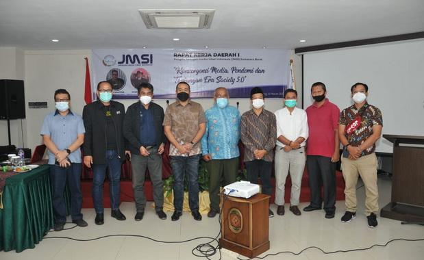 Wagub Audy Joinaldy bersama pengurus JMSI Sumbar.