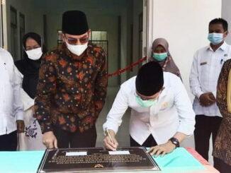 Drs. H. Darul Siska Anggota Komisi X DPR RI dan Deri Asta, SH Walikota Sawahlunto.