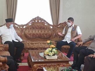 Gubernur Mahyeldi bersama Doni Munardo.
