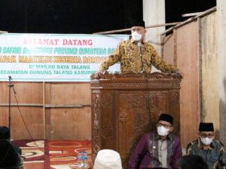 Gubernur Mahyeldi saat memberi sambutan di Masjid Raya Talang.