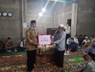 Gubernur Sumbar Serahkan Bantuan Pembangunan Mesjid