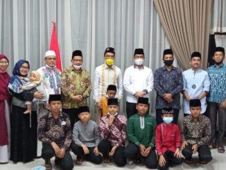 Khafilah MTQ Kabupaten Limapuluh Kota bersama Bupati Syafaruddin Dt.Bandaro Rajo usai buka puasa bersama.