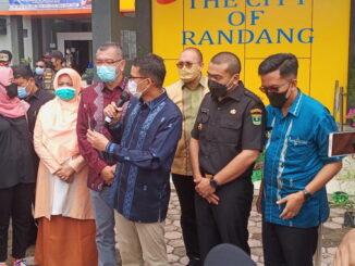 Menparekraf Sandi Uno saat berkunjung ke Payakumbuh.