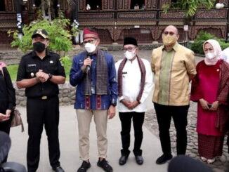 Menparekraf Sandiaga M. Uno saat berkunjung ke Pagaruyung.