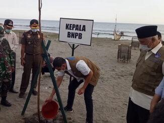 Pemupukan pohon oleh Kepala BNPB.