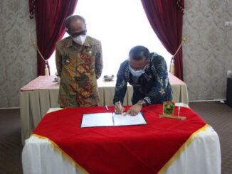Penandatangan berita acara serah terima jabatan bupati Solok.