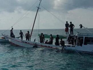 Penyelamatan penumpang kapal yang mengalami kecelakaan laut.