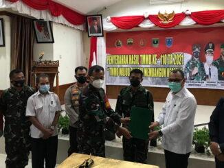 Penyerahan hasil program TMMD ke 110 kepada Bupati Mentawai, Yudas Sabbagalet.