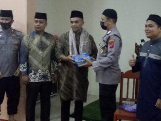Sat Binmas Polres Pasaman saat mengunjungi Mesjid Syeh M Daud, Nagari Simpang.