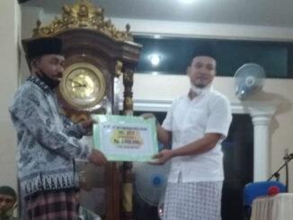 Team X TSR Kota Solok menyerahkan bantuan buat Mesjid Nurul Huda Tembok.