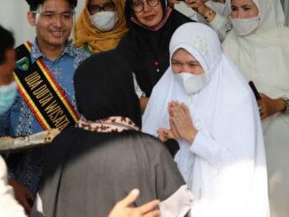 Ustadzah Ummy Pipit saat di Painan.