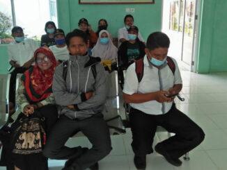 Vaksinasi ke 2 guru-guru dan pegawai SMPN 01 Sipora Kecamatan Sipora Selatan kabupaten kepulauan Mentawai dipuskesmas Desa Sioban kecamatan Sipora Selatan.