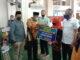 Walikota Padang Hendri Septa menyerahkan Bantuan Operasional RTRW se Kecamatan Lubuk Begalung secara simbolis di Mesjid Muhamadiyah Lubeg.