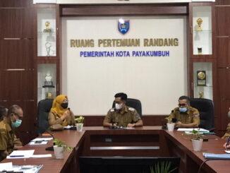 Wawako Erwin Yunaz bersama Tim Biro Pemerintahan Setda Sumbar.