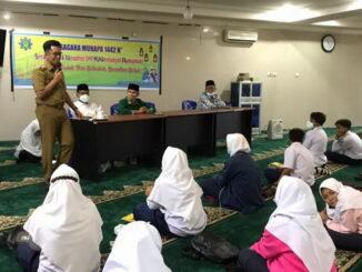 Wawako Erwin Yunaz saat membuka Pesantren Ramadah SMP Muhammadiyah Payakumbuh.