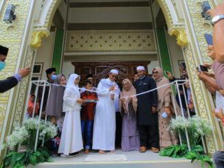 Wawako Payakumbuh Erwin Yunaz pada saat peresmian Mesjid Al Mubarraq.